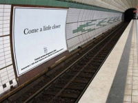 Рекламный щит в метро